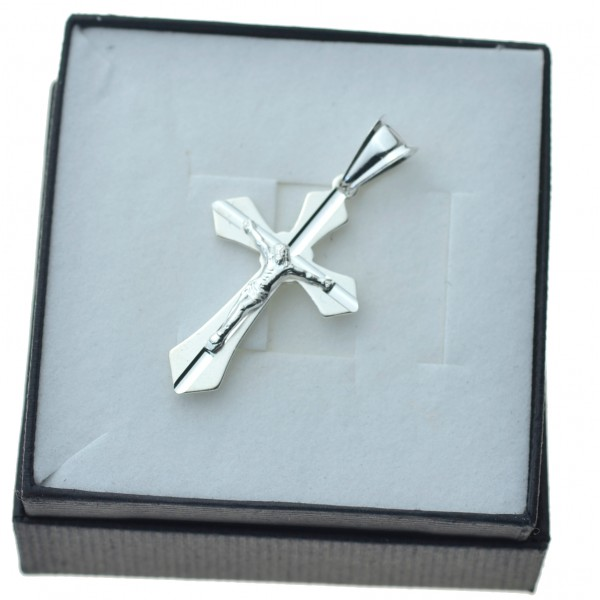 Modny Krzyżyk srebrny z Panem Jezusem Srebro 925 KR092