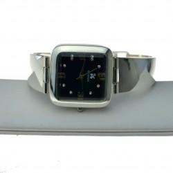 Zegarek srebrny z czarną kwadratową tarczą zeg056