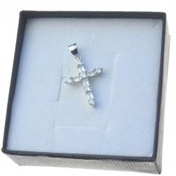 Zawieszka srebrna damska krzyżyk z cyrkoniami ZAW026